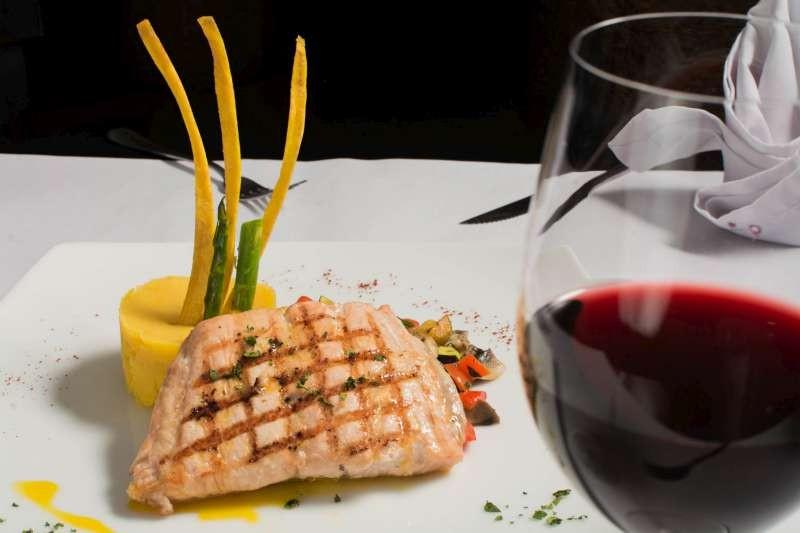 Accorder du poisson avec du vin rouge